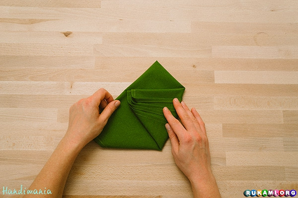 christmas-tree-napkin-fold08