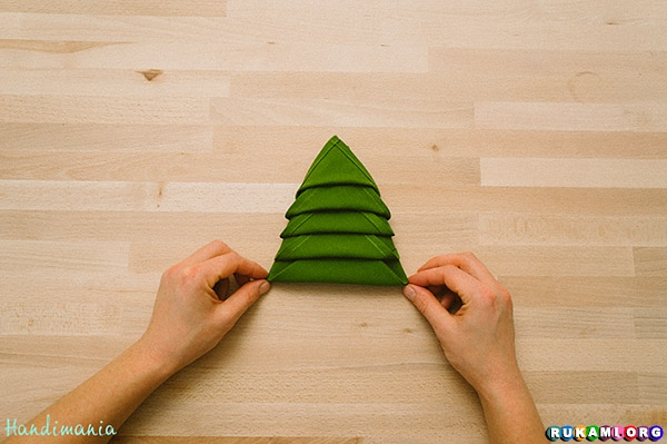christmas-tree-napkin-fold14